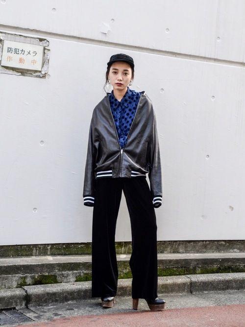 ONIKIのレザーのスカジャンがイケてる!!! シースルーのドット柄シャツで抜け感とアクセントをプラ