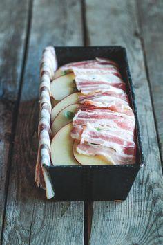 Pommes anna med bacon, æble og kartofler
