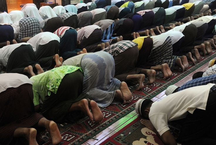 """""""Muslims should stop praying for the defeat of non-Muslims"""""""