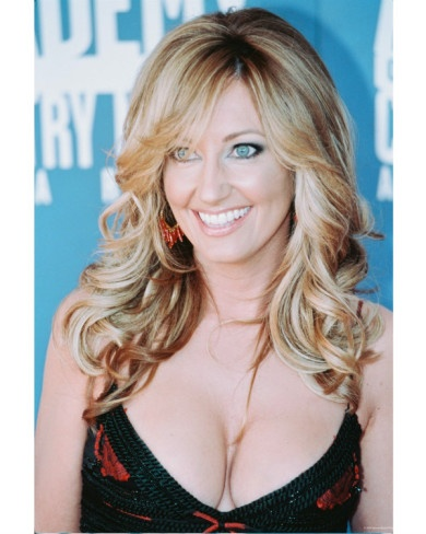 Lee Ann Womack, my favoritist song ever...I hope you Dance