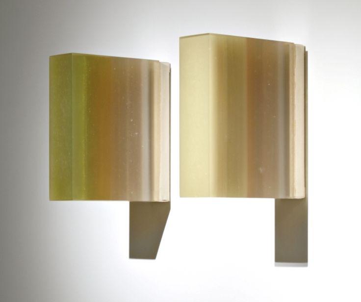 «Herbert Hamak condensa nello spazio la luce dei colori, quasi a densificare l'impalpabile» [Marisa Vescovo]. Senza Titolo, 2006, resina e pigmenti su tela, cm. 30x8x25.