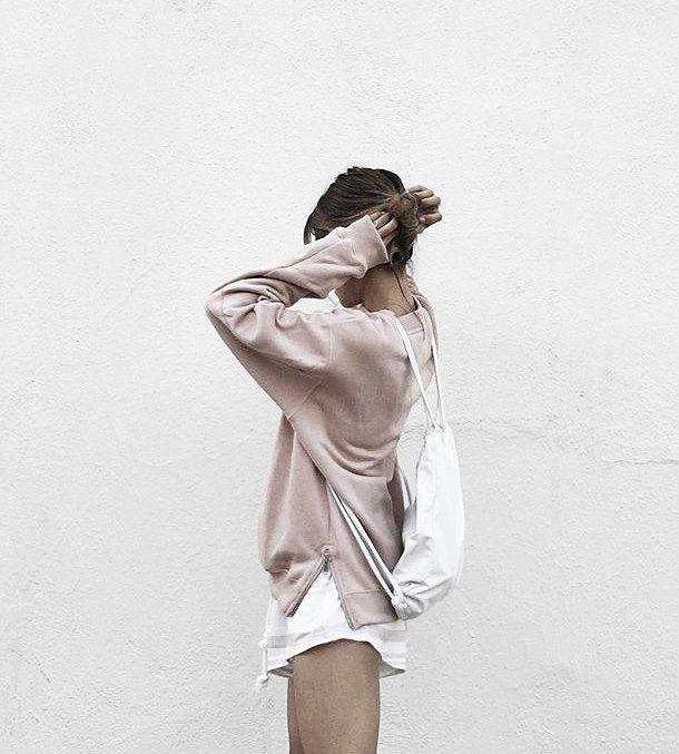 Super Soft und Relaxed: Sweatshirt mit Metallreißverschlüssen auf der Seite. Hier entdecken und shoppen: http://sturbock.me/Hcd oder mehr über das Label lesen: http://sturbock.me/everyday-essentials/