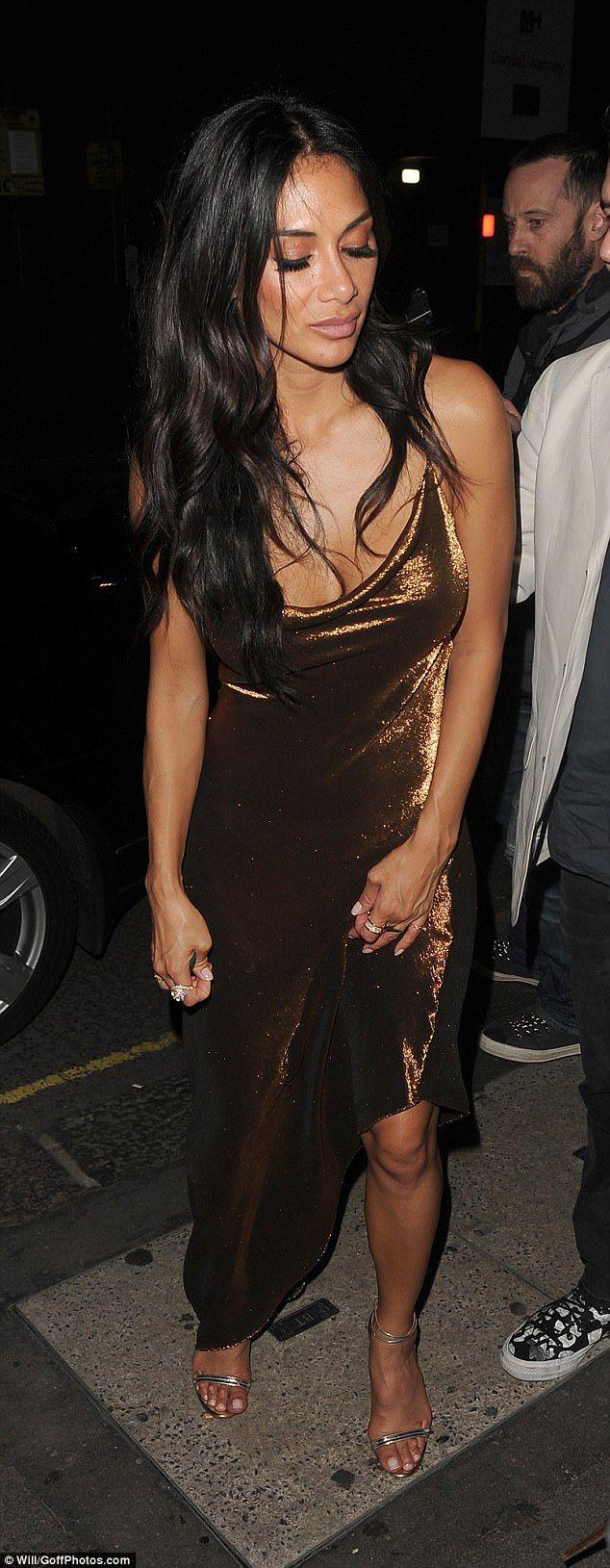 Nicole Scherzinger looks worse for wear after night at the Rum Kitchen #dailymail