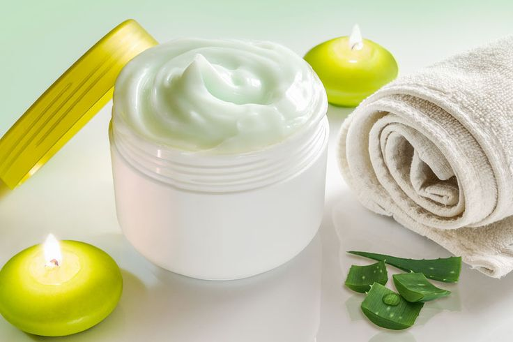Aloe Vera Kosmetik selber machen - Rezept für eine selbst gemachte, straffende Aloe Vera Anti-Aging-Creme - regt die Zellerneuerung, glättet und polstert die Haut auf ...