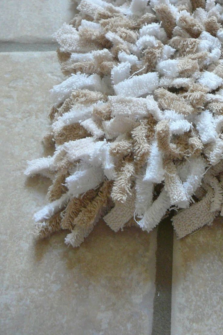 Fun bathroom rugs - Upcycle Old Towels And Transform Them Into An Eco Friendly Bath Rug With This Tutorial