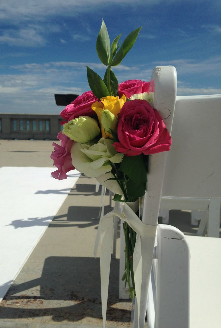 This beach wedding ceremony could not be complete without out our beautiful rose bouquets. #roses #weddings #beachwedding #melbourneweddings #melbourneevents #beautiful #pretty #floral #bouquets #flowers #decorations #weddingdecorations #weddingdecor #beach www.decorit.com.au (6)