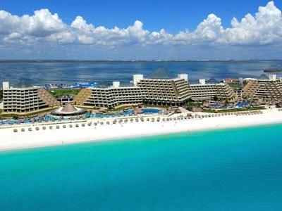 O Gran Meliá Cancun é um resort de Gran Turismo que conta com serviços e instalações próprios dos melhores hotéis do mundo. Por sua excelente localização junto ao mar, confortáveis quartos, amplas piscinas, spa, bares, restaurantes, seu serviço personalizado e sua extensa oferta de salas de reuniões, o Gran Meliá Cancun é um hotel de primeira categoria tanto para negócios como para suas sonhadas férias no Caribe.