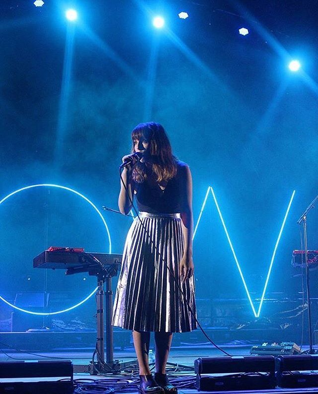 Shine bright like a [Josephine] Oh Wonder at Symbiosis Gathering Festival, September 2016 Photo by @life_of_evolve✨ #ohwondermusic #ohwonder
