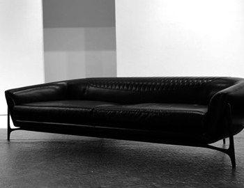 H Mercedes συνεργάστηκε με εξειδικευμένους κατασκευαστές επίπλων και παρουσίασε μια σειρά που αντανακλά την φιλοσοφία της φίρμας. Ένα πλήρες σετ επίπλων καναπές, τραπέζι ,καρέκλες, πολυθρόνες απεικονίζουν την άποψη του Daimler design. Τα υλικά που χρησιμοποιήθηκαν