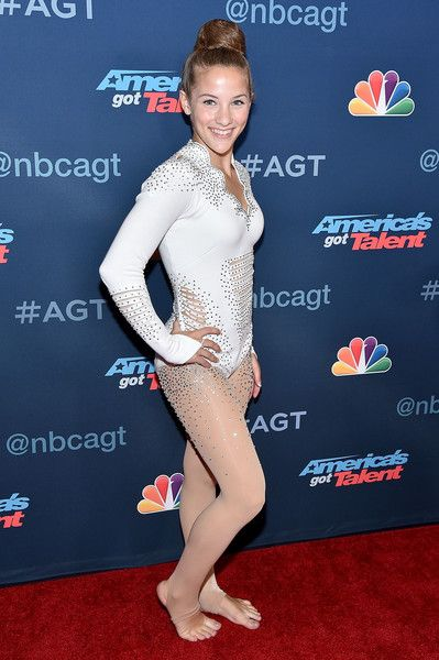 """Sofie Dossi Photos Photos - Contestant Sofie Dossi attends NBC's """"America's Got Talent"""" Season 11 Live Show at Dolby Theatre on August 2, 2016 in Hollywood, California. - NBC's 'America's Got Talent' Season 11 Live Show"""