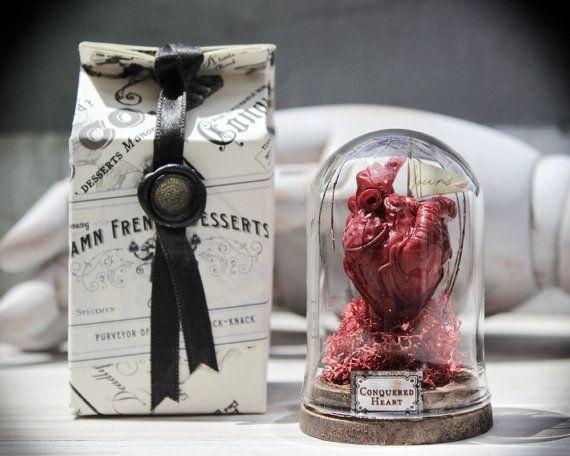 Anatomische hart sculptuur met Mini glazen stolp Darkly romantische oneven Gift…