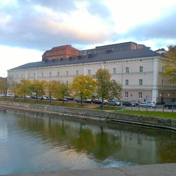 Nice house in Siltavuorenranta. #Helsinki #house #city #autumn #sunset #sea #Finland #365finland
