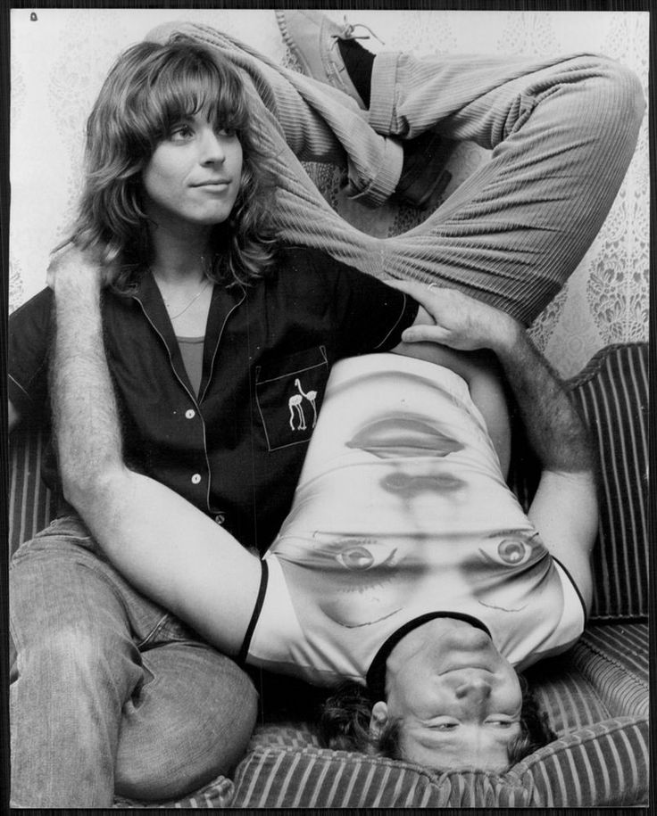 1979 ROBIN WILLIAMS  Relaxing with his then first Wife, Valarie