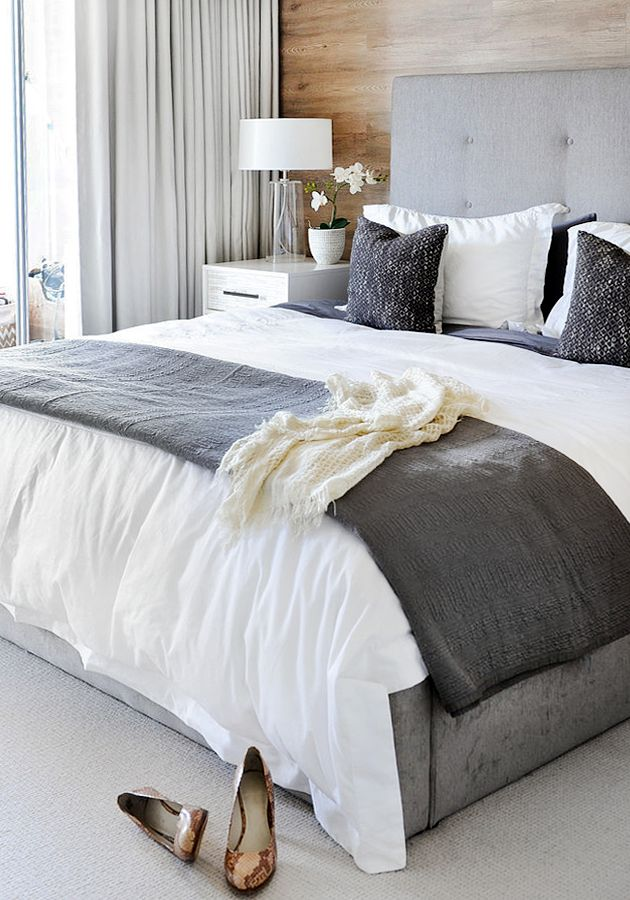 ChicDecó | Stylish bedroom in white and shades of grey. Wooden wall panel