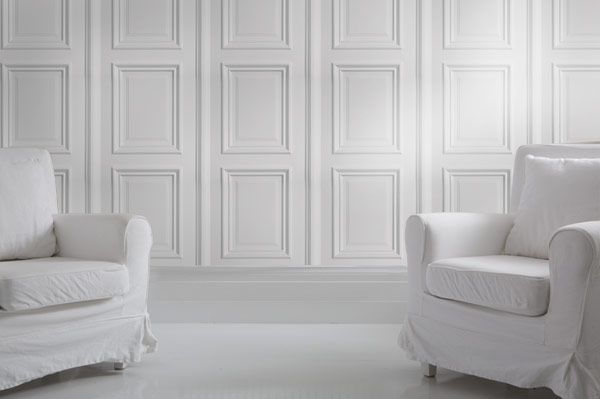 The White Panelling wallpaper is inspired by georgian architectural details and features white decorative panels for a classy and classic look. It can be used to create a bright elegant feel reminicent of stately homes, georgian conservatories and posh hotels!