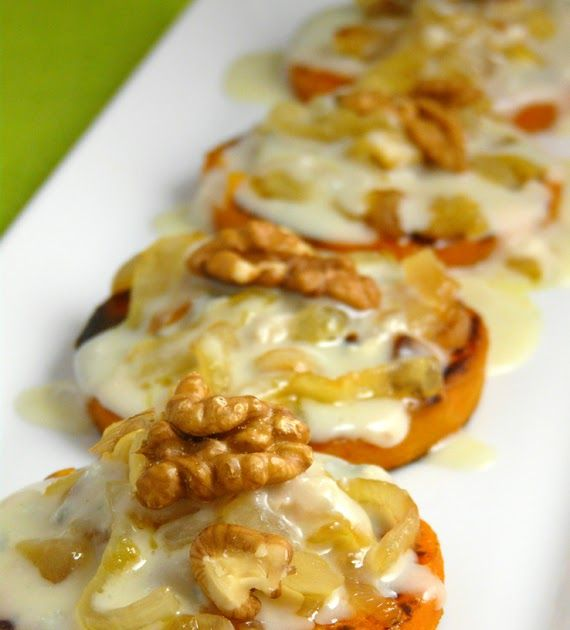 Ingredientes:     Unas 6 rodajas de calabaza (de menos de 1cm de grosor) 1 cebolla, nueces, queso a elección, un par de cucharadas de le...