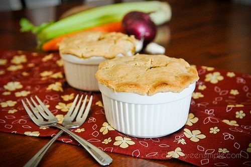 Easy Veggie Pot Pie (gluten free, dairy free, soy free)  ~it does look easy and Kyle loves pot pie!  Great Thanksgiving recipe!