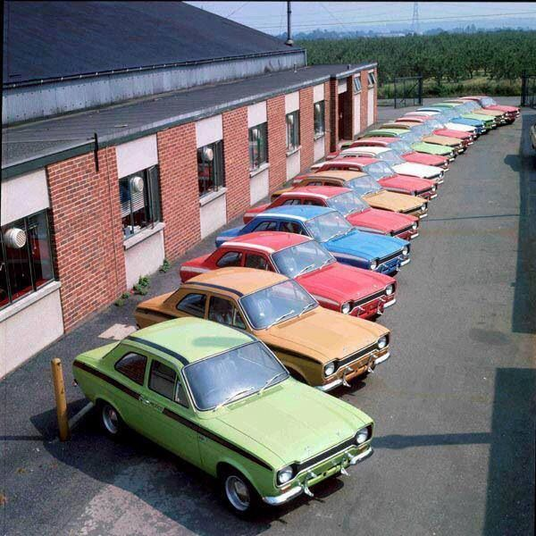 In the days when Ford had a rainbow of colours in their range. #escortmexico