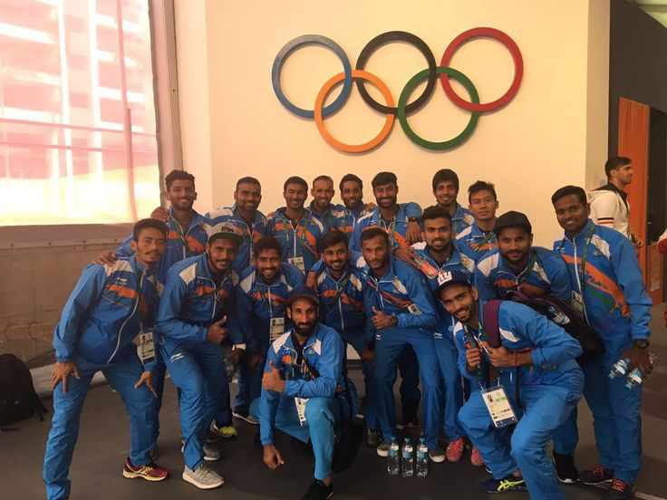 ndian hockey team and shooter @Abhinav_Bindra check into Olympic Village http://dnai.in/duLq
