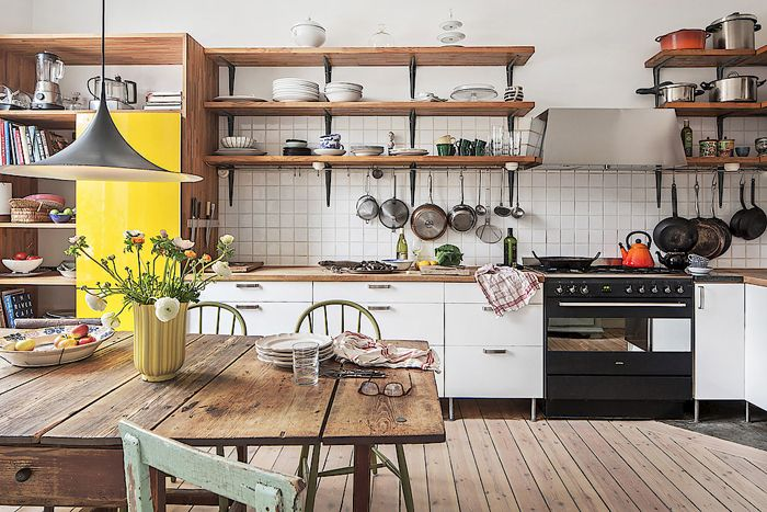 Här har många matprogram skapats! En blandning av restaurang och bondkök med ett gult kylskåp. Foto: Skandiamäklarna