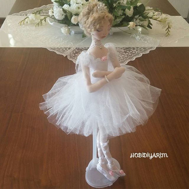 Yepyeni bir haftaya Kuğu Gölü Balemiz ile başlıyor ve herkese yürek dolusu sevgilerle günaydın diyoruz❤ #ballet#bale#balerina#tildabebek#tildadoll#dollart#doll#clothdoll#bezbebek#artdoll#fabric#fabricdoll#elyapimibebek#handmadedoll#elemegi#dikis#sewing#instadoll#balerinashoes#hobby#hobi#decor#decoration#homedecor#hediye#gift#kizcocuk#baby#tasarımk #handmade