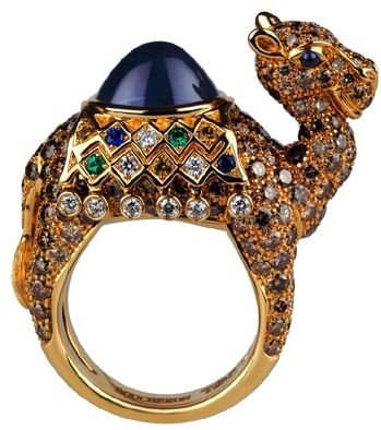 Jamal, a camel ring, in yellow gold, with a 6ct Madagascar sapphire for his hump by Boucheron.
