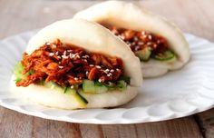 Gestoomde broodjes (gua bao) met hoisin kip