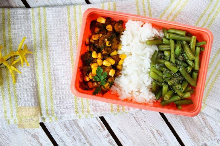 Lunchbox #3.Kurczak curry z imbirem,ryżem i fasolką - ekscentryczny Parowar
