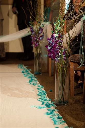 ceremony idea: Vase, Blue Orchids, Blue Combos, Ideas Lists, Wedding Photos, Aisle Flowers, Ceremony Ideas, Centerpieces, Purple And Blue