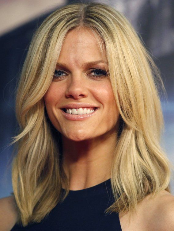 Middle long hair on Pinterest | Sienna Miller, Brooklyn Decker and Sienna Miller Hair