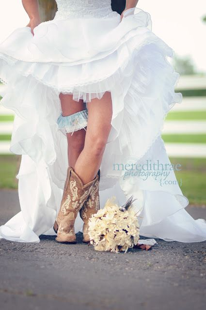 Cute pic of the boots, garter, and flowers