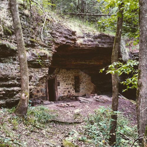 Moonshiners Cave near Devil's Den State Park