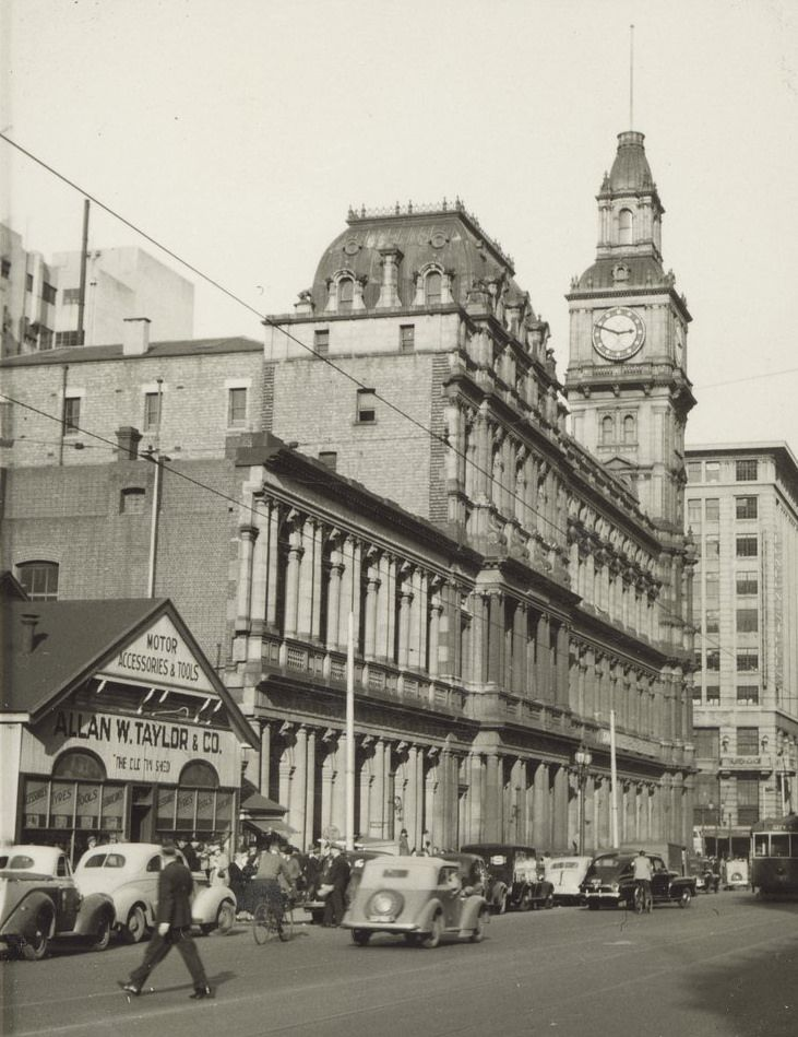 Elizabeth St in 1949 - the old Tin Shed is on the left.