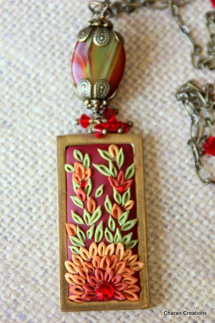 Collana ciondolo oro anticata rettangolare bella in colori autunnali Applique floreali di argilla con agata e cristalli