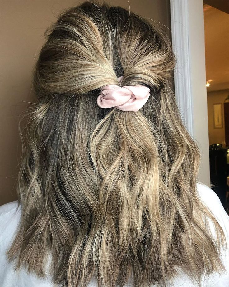 Totally Rad Hairstyles That'll Make You Glad Scrunchies Are Back