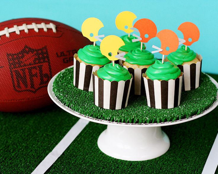 Football cupcakes! www.fiskars.com
