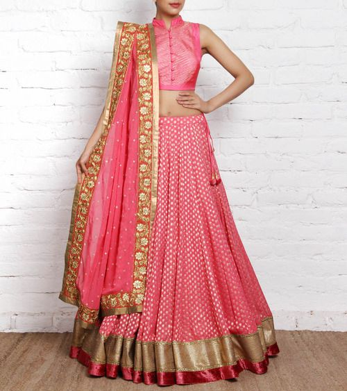 Love the simple high collar choli, and the deep pink border on the legenga. #pink #wedding #indian
