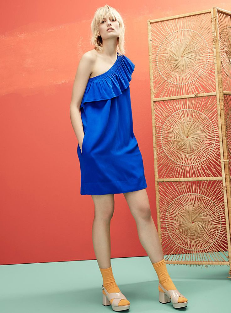 Exclusively from Icône - Let Latin fever sweep you off your feet with a dress accented by an ultra trendy swing ruffle - Soft, light and fluid weave, silky stretch lining - Elastic neckline that beautifully bares one shoulder The model is wearing size small Length: 90cm, from the top of the shoulder