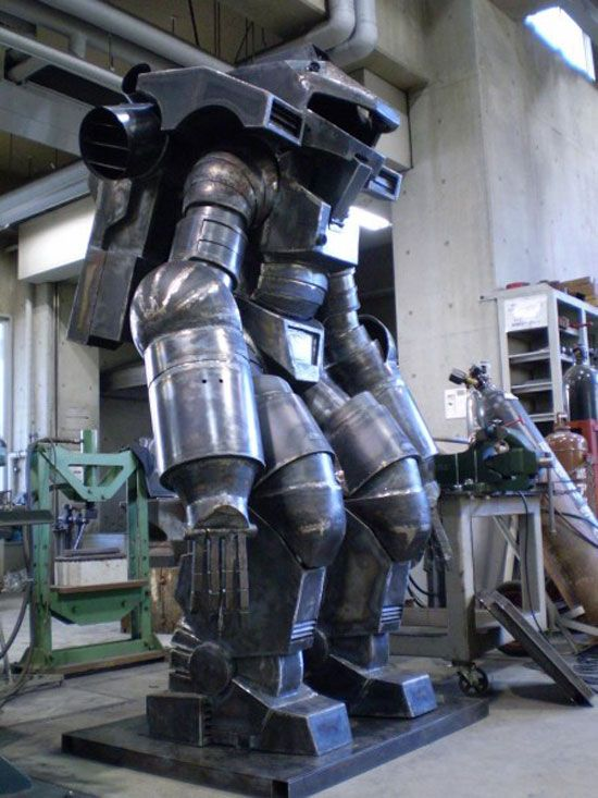 Life-Sized Powered Suit Is The Ultimate Starship Troopers Prop [Art]