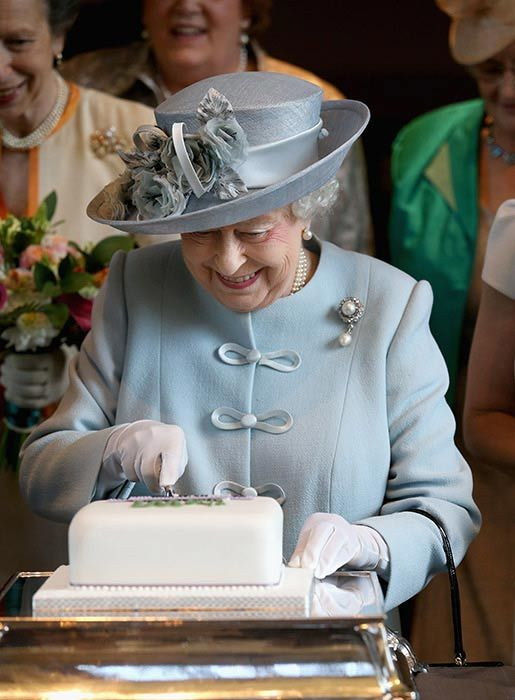 The Queen enjoys her annual tea meeting with local WI ladies - Photo 3