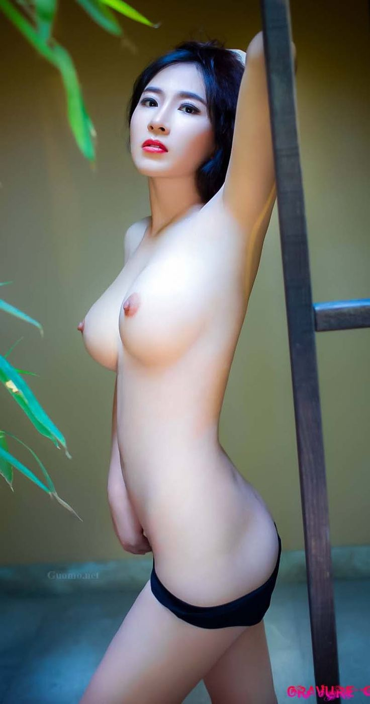 Hot nude asian woman
