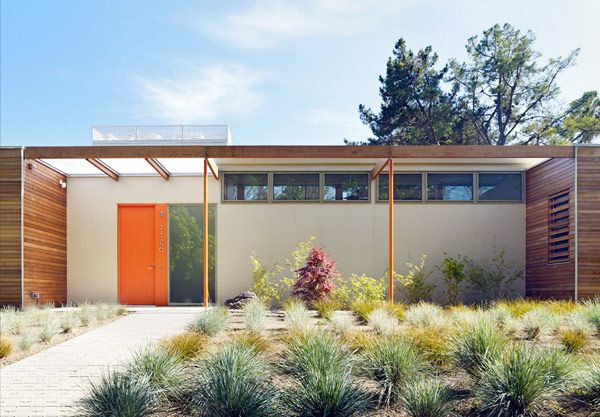 Inspired in part by the Case Study Program that has brought us some of our favorite Mid Century homes, the Vai Avenue Case Study House is a Net-Zero Energy / Carbon Neutral single family home.