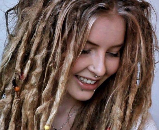 Cheveux rasta femme. #Coiffure #Coiffure2017 #cheveux  #tendance #tendance2017