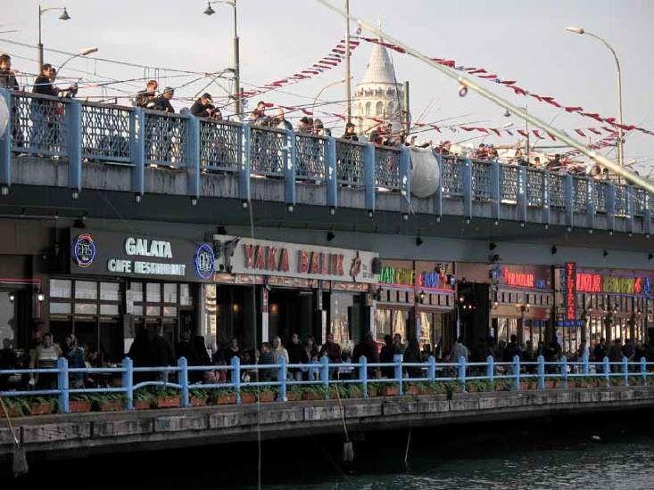 Die Galatabrücke ist eine ganz besondere Brücke