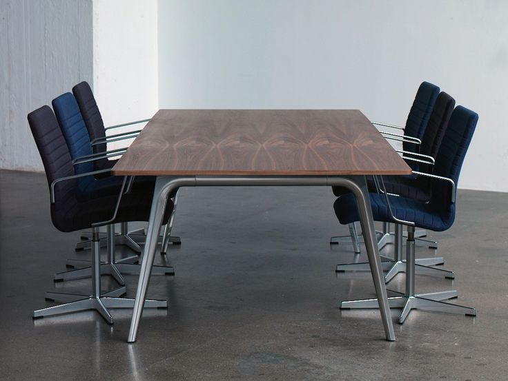 Pluralis table, a new table for meetings, for work and for dining at home. Designed by Kasper Salto, manufactured by Fritz Hansen. The table was presented at the Stockholm furniture fair 2016