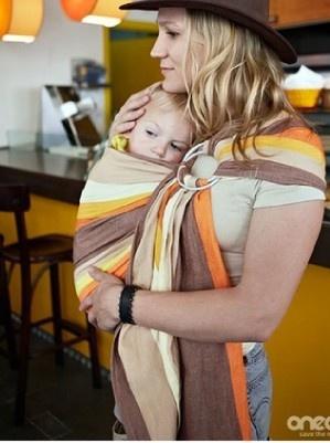 10 motive pentru a va purta bebelusul
