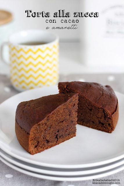 La torta alla zucca con cacao e amaretti è nata un po' per gioco. Io amo alla follia l'accostamento zucca e amaretti e, in questo particolare periodo, non riesco proprio farne a meno. E' diventata una