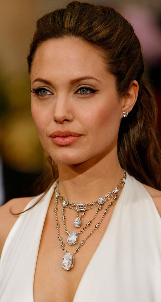 Angelina Jolie in H. Stern at the 2004 Oscars. This necklace by H Stern is serious stuff: $10 million in important diamonds in a graceful waterfall that emphasizes the plunging neckline of her gown.