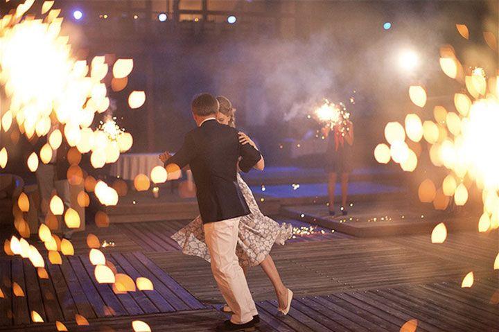 Свадебные традиции: первый танец молодоженов - http://weddywood.ru/pervyj-tanec-molodozhenov/
