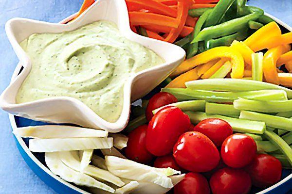 Salsa Diosa Verde con vegetales crudos - http://www.cocinatipo.com/recetas/guarniciones-y-salsas/salsa-diosa-verde-con-vegetales-crudos Diosa Verde, salsa verde, vegetales crudos